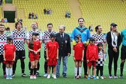 Foto de equipo en el partido de fútbol a beneficio