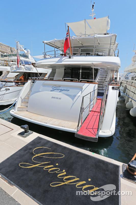 Schiffe im malerischen Hafen von Monaco