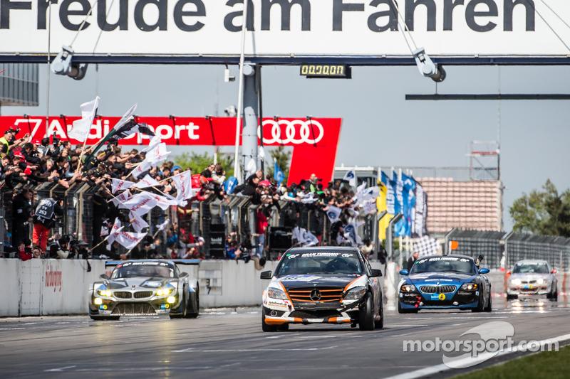 Zielflagge: #185 Team AutoArenA Motorsport, Mercedes-Benz C23: Patrick Assenheimer, Marc Marbach, Steffen Fürsch