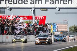 Checkered прапор: #185 Team AutoArenA Motorsport Mercedes-Benz C23: Patrick Assenheimer, Marc Marbach, Steffen Fürsch
