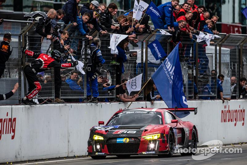 Checkered прапор: #29 Audi Sport Team WRT Audi R8 LMS: Нікі Тіім, Christer Jöns, П'єр Каффер, Лауренс Вантор