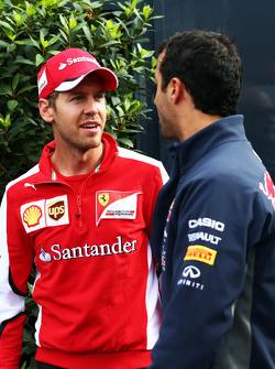 Слева направо: Себастьян Феттель, Ferrari, и Даниэль Риккардо, Red Bull Racing