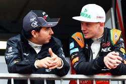 (De izquierda a derecha): Sergio Pérez, Sahara Force India F1 con su compañero de equipo Nico Hulken
