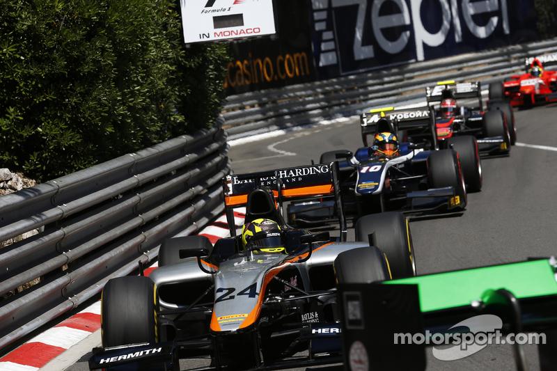 Nick Yelloly, Hilmer Motorsport, vor Artem Markelov, RUSSIAN TIME