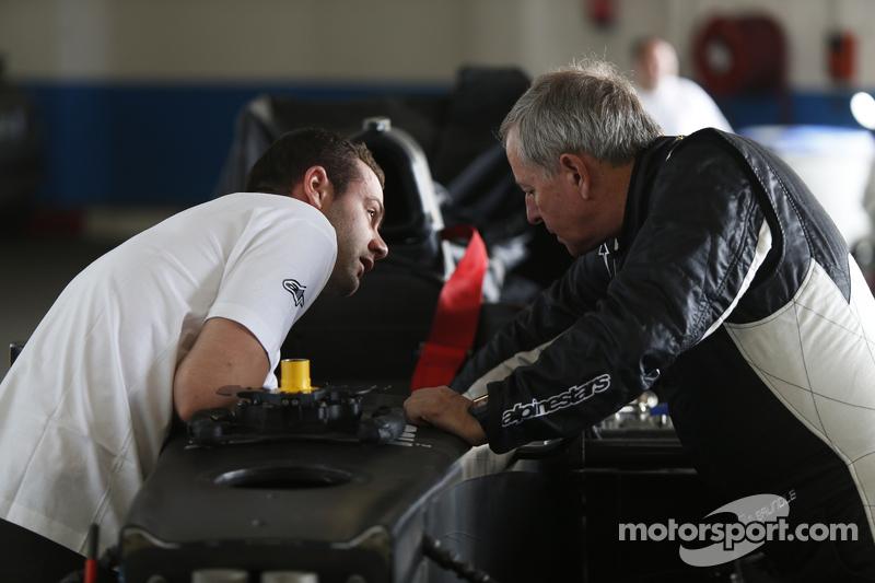 Мартін Брандл has a seat fitting для a  demonstration run of a GP2 car з 18 inch Шини Pirelli
