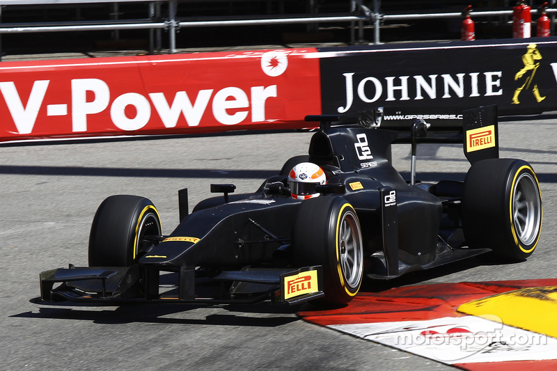 Martin Brundle completes demonstration run of GP2 car bersama 18 inch Pirelli tyres