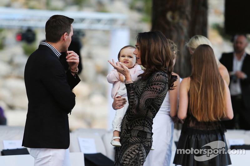 Tamara Ecclestone mit Ehemann Jay Rutland und ihrer Tochter Sophia Eccelstone-Rutland bei der Modens