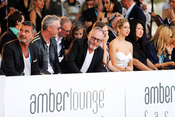 (L to R): Enrico Zanarini, Менеджер гонщика; Eddie Irvine, та Liam Cunningham, Актор, at the Amber Lounge Fashion Show
