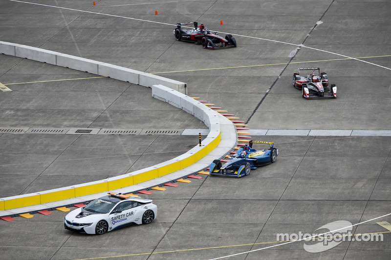 BMW electric safety car leads the cars in testing