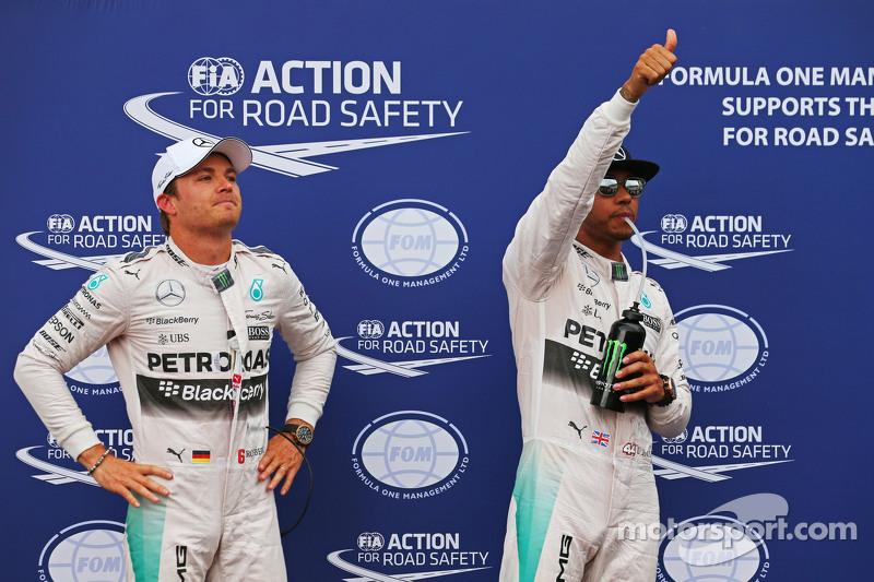 Nico Rosberg und Pole-Mann Lewis Hamilton, Mercedes AMG F1, im Parc Fermé