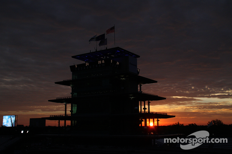 Sonnenaufgang am Indianapolis Motor Speedway am Renntag