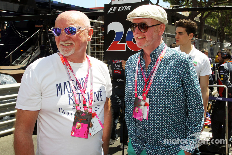 (Kiri ke Kanan): Sir Tom Hunter, Businessman dengan Chris Evans, Broadcaster di grid