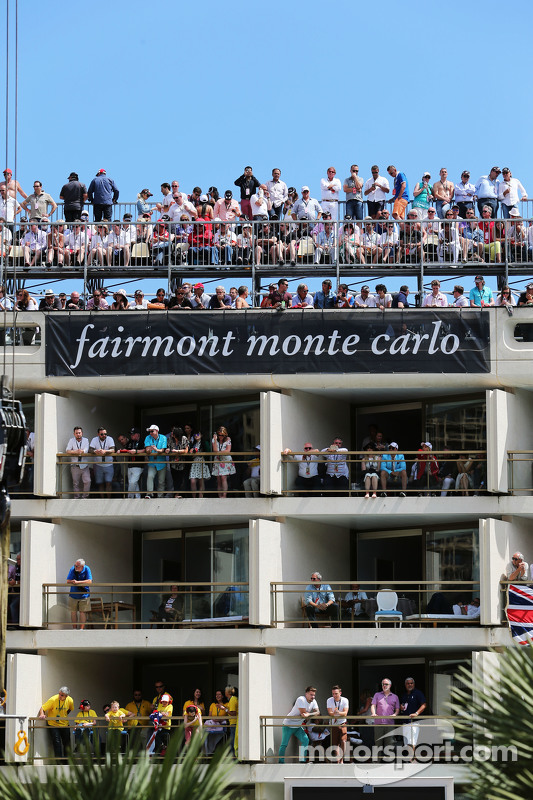 Fans in the Fairmont Monte Carlo Hotel