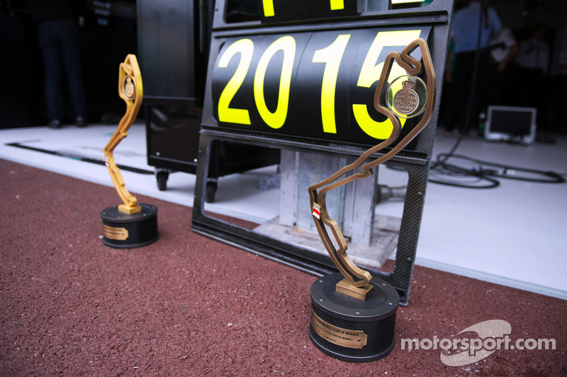 Nico Rosberg, Mercedes AMG F1 - race winner's trophies