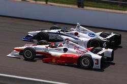 Джей-Ар Хильдебранд, CFH Racing Chevrolet и Элио Кастроневес, Team Penske Chevrolet