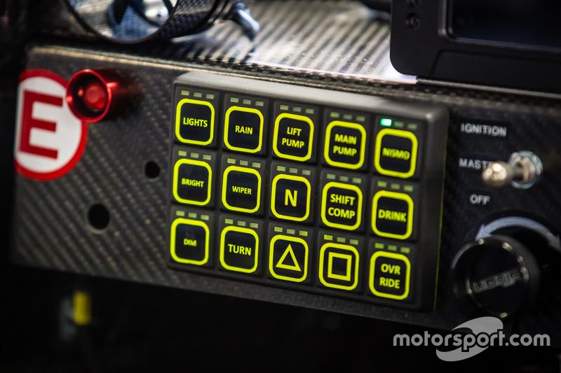 #22 Nissan Motorsports, Nissan GT-R LM NISMO, Cockpit-Detailaufnahme
