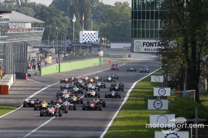 Start: Felix Rosenqvist, Prema Powerteam, Dallara Mercedes-Benz, in Führung