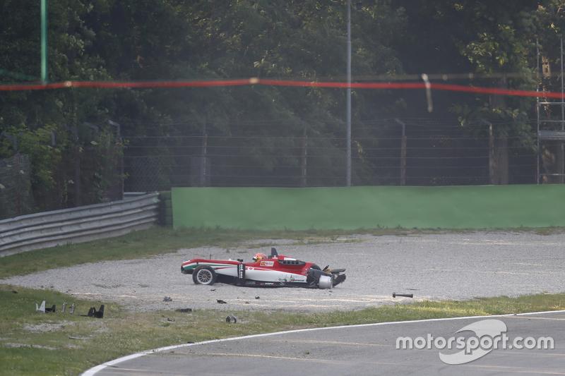 Lance Stroll, Prema Powerteam, Dallara Mercedes-Benz, nach Unfall im Kiesbett