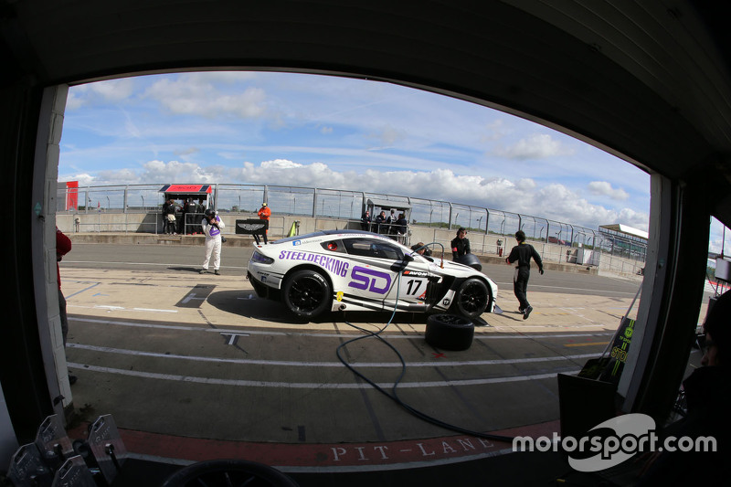 #17 TF Sport, Aston Martin Vantage GT3: Derek Johnston, Matt Bell