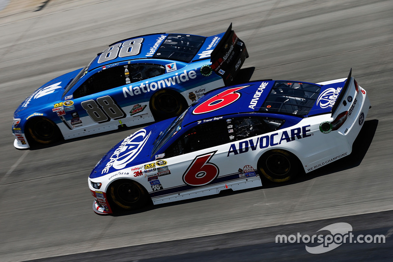 Dale Earnhardt jr., Hendrick Motorsports, Chevrolet, und Trevor Bayne, Roush Fenway Racing, Ford