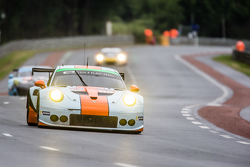 #86 Gulf Racing UK Porsche 911 RSR: Michael Wainwright, Adam Carroll, Philip Keen