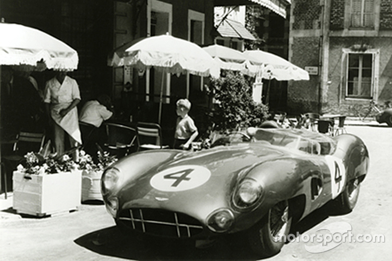 Aston Martin Racing am Hotel de France in Le Mans in den 1950er-Jahren
