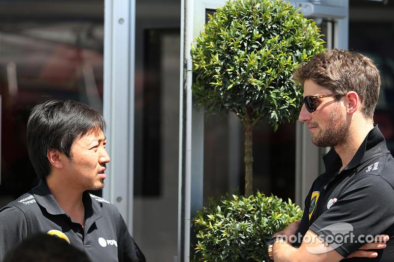 Romain Grosjean, Lotus F1 Team e Ayao Komatsu, Lotus F1 Team