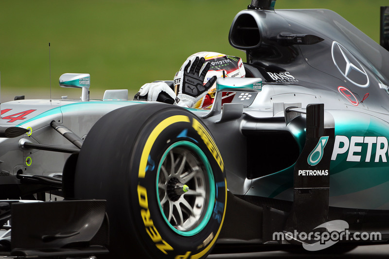 Lewis Hamilton, Mercedes AMG F1 W06 waves to the fans