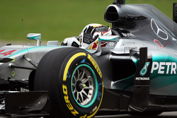 Lewis Hamilton, Mercedes AMG F1 W06, winkt den Fans