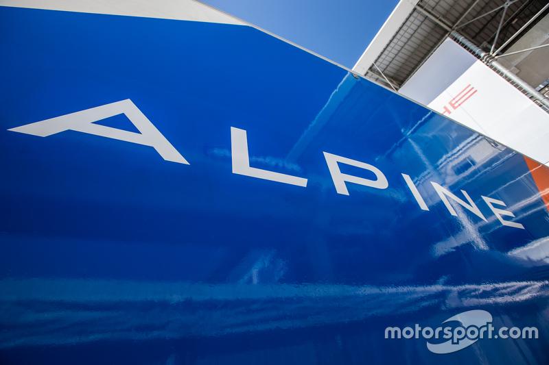 Signatech Alpine, Transporter mit Schriftzug