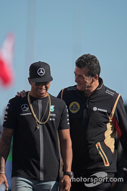 Lewis Hamilton, Mercedes AMG F1, mit Federico Gastaldi, Lotus F1 Team, stellvertretender Teamchef