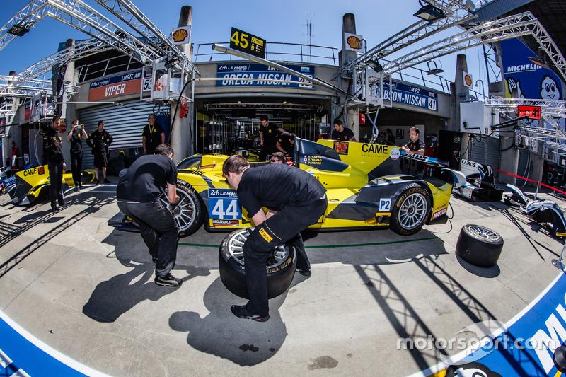 Latihan pit stop untuk #45 Ibanez Racing ORECA 03R