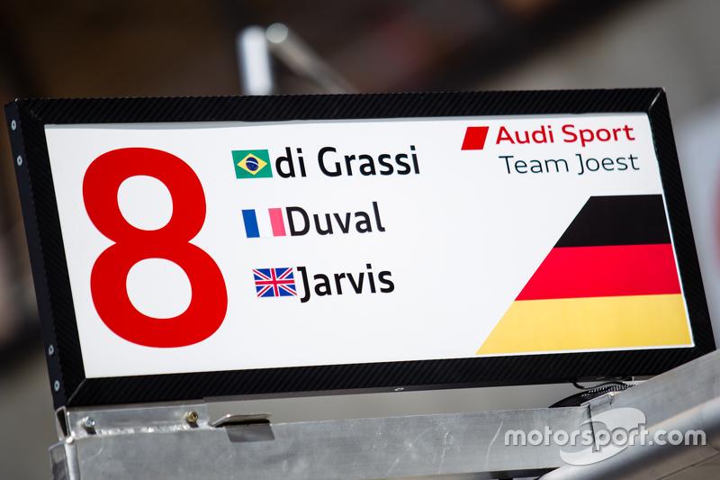 #8 Audi Sport Team Joest, Audi R18 e-tron quattro, Boxentafel