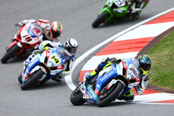 Alex Lowes devant Randy de Puniet, Voltcom Crescent Suzuki