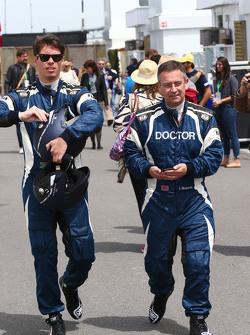 Alan Van Der Merwe, pilote de la voiture médicale FIA et le Dr Ian Roberts, médecin FIA