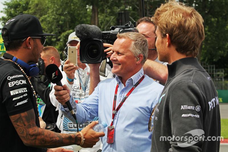 Lewis Hamilton, Mercedes AMG F1 bersama Johnny Herbert, Sky Sports F1 Presenter, dan Nico Rosberg, M