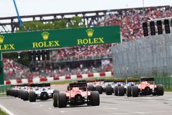 Roberto Merhi, Manor Marussia F1 Team y Will Stevens, Manor Marussia F1 Team en el inicio de la carr