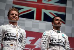 Подиум: первое место - Льюис Хэмилтон, Mercedes AMG F1 W06, второе место - Нико Росберг, Mercedes AMG F1 W06