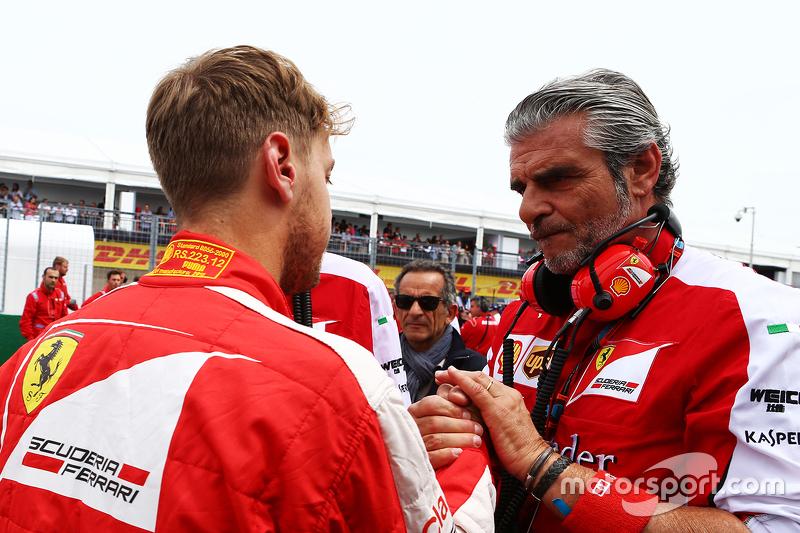 Sebastian Vettel, Ferrari, mit Maurizio Arrivabene, Ferrari-Teamchef, in der Startaufstellung