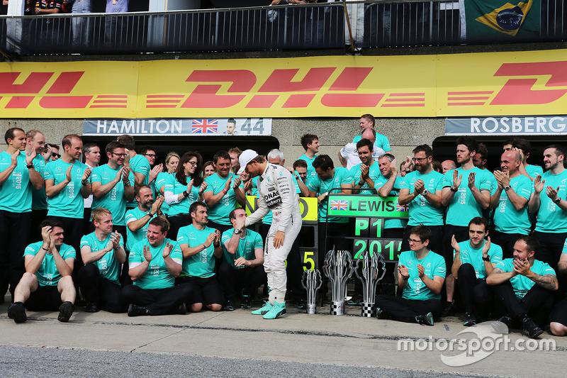 Ніко Росберг, Mercedes AMG F1 святкує з командою