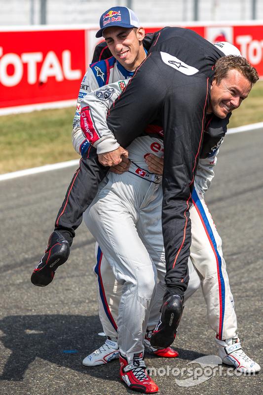 Porsche Team: Neel Jani com Audi Sport Team Joest: Marcel Fässler e Toyota Racing: Sébastien Buemi começando a batalha da LMP1