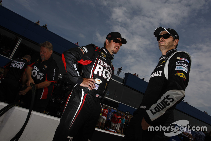 Martin Truex jr., Furniture Row Racing, Chevrolet, und Jimmie Johnson, Hendrick Motorsports, Chevrol