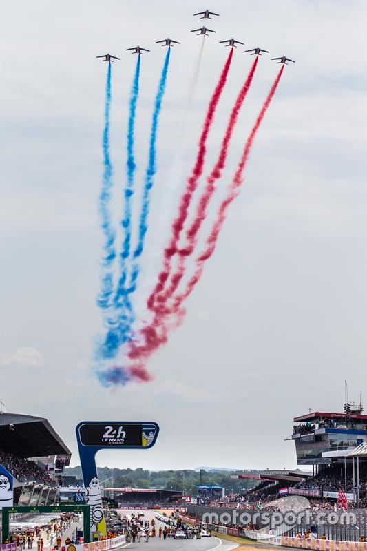 Patrouile de France flyover