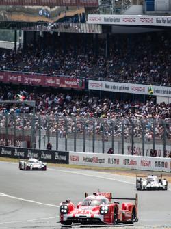 #17 Porsche Team Porsche 919 Hybrid: Тимо Бернхард, Марк Уэббер, Брендон Хартли