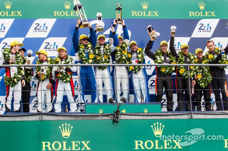 LMP2 podium: classJuara balapan#47 KCMG ORECA 05: Matthew Howson, Richard Bradley, Nicolas Lapierre, peringkat kedua #38 Jota Sport Gibson 015S: Simon Dolan, Mitch Evans, Oliver Turvey, third place #26 G-Drive Racing Ligier JS P2: Roman Rusinov, Julien Canal, Sa