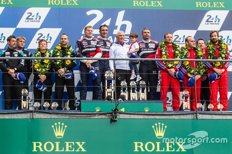 LMGT-Am-Podium: Klassensieger #72 SMP Racing, Ferrari 458 GTE: Andrea Bertolini, Viktor Shaitar, Ale