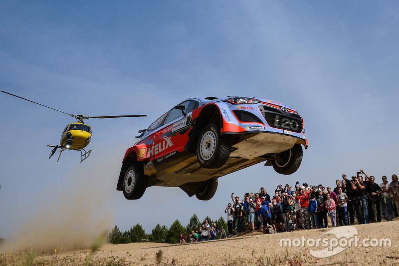 3. Thierry Neuville e Nicolas Gilsoul literalmente voando