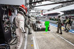 Pit stop #19 Porsche Takımı - Porsche 919 Hibrit: Nico Hulkenberg, Nick Tandy, Earl Bamber