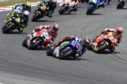 Inicio: Jorge Lorenzo, Yamaha Factory Racing, lidera la carrera