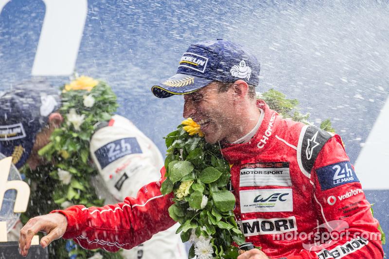 LMP1-Podium: Champagner für Timo Bernhard
